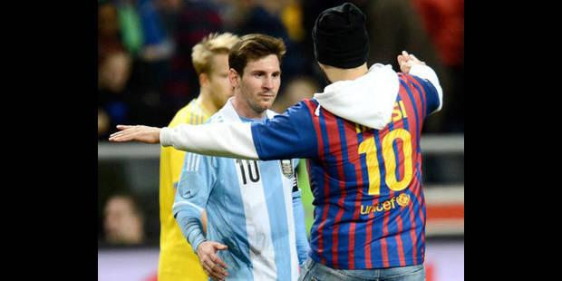 Un fan de Messi vient saluer son idole... sur le terrain - La DH