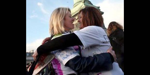 """""""Oui, je le veux"""", la France légalise le mariage gay - La DH"""