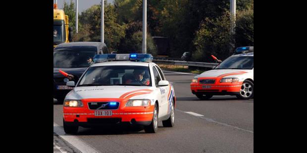 Une voiture percute un élévateur de chantier sur la E40: 3 blessés - La DH