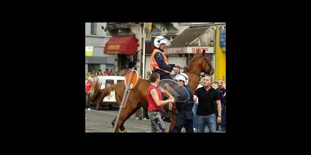 Violences à Anderlecht: 4 policiers blessés - La DH