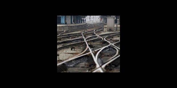 Une policière se suicide sur la voie ferrée - La DH