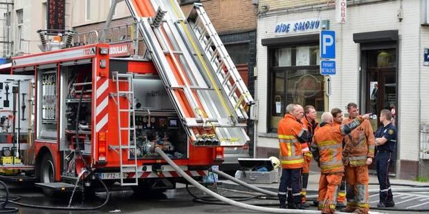 Un incendie à Schaerbeek provoque un effondrement: deux pompiers blessés - La DH