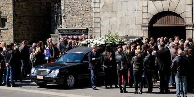 Triple meurtre à Visé: plus de 300 personnes pour rendre un dernier hommage à Esteban - La DH