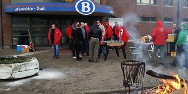 Bières, barbecue et baby-foot au menu de la grève - La DH