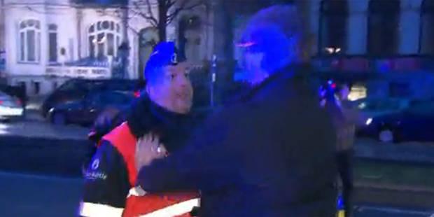 Grève du zèle: un conducteur tente de forcer un barrage de police - La DH