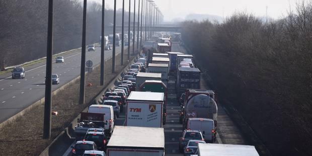 Mons Sortie Jemappes: un accident entre deux camions créé un bouchon de plusieurs kilomètres - La DH