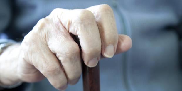 Un papy jugé pour avoir abusé sexuellement de ses petites filles - La DH