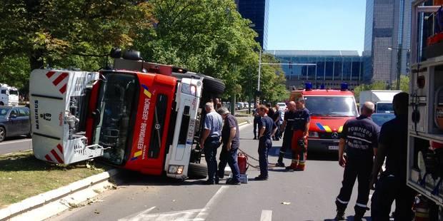 Une auto-échelle des pompiers de Bruxelles dans le décor - La DH