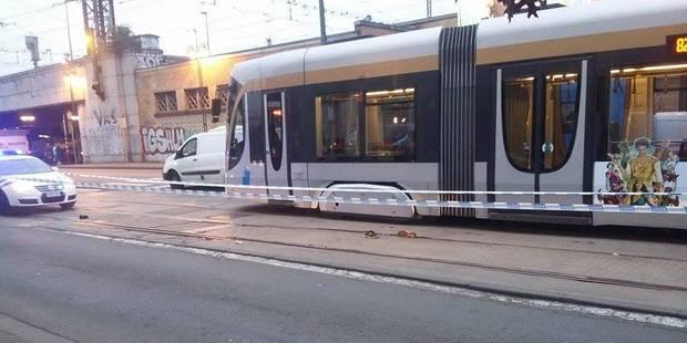 Un cycliste renversé par un taxi à Bruxelles - La DH
