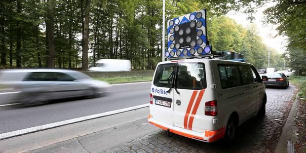 Luttre: Une camionnette sur le flanc - La DH
