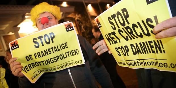 """Linkebeek: des flamingants déguisés en clowns dénoncent un """"cirque"""" politique (PHOTOS + VIDEO) - La DH"""