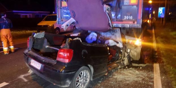 Une voiture s'encastre sous la remorque d'un camion impliqué dans un barrage à Gozée (PHOTOS) - La DH