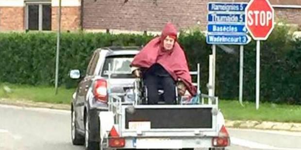 Une personne en chaise roulante transportée dans une remorque: une histoire humaine derrière le cliché - La DH