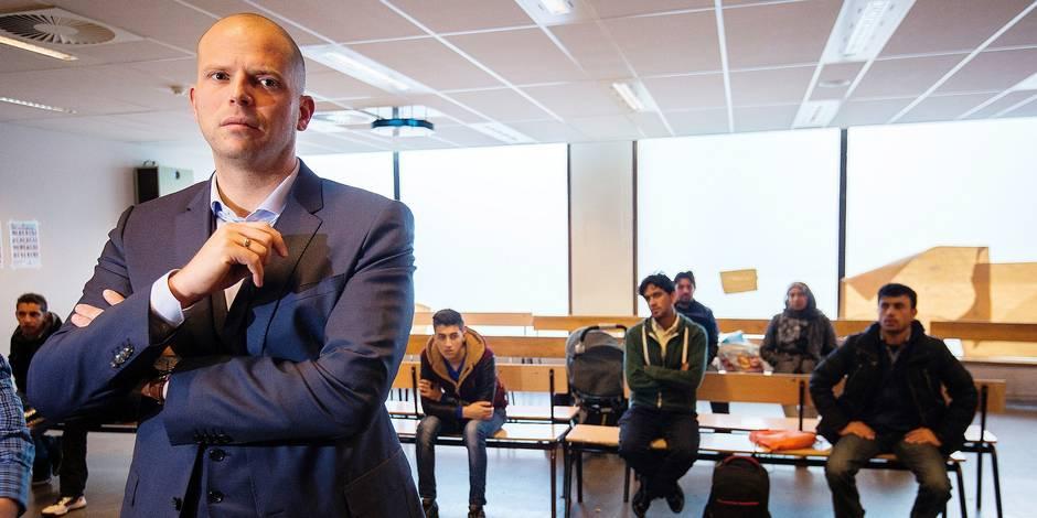 Places d'accueil pour demandeurs d'asile: Francken veut passer à terme de 26.000 à 16.000 - La DH