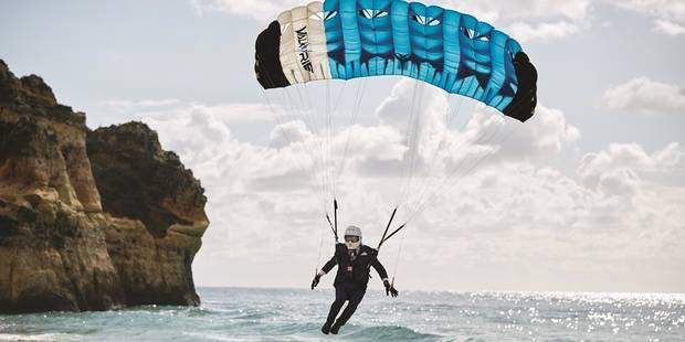Comment faire un gin & tonic parfait en sautant en parachute ? - La DH