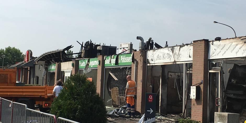 Un important incendie ravage plusieurs commerces dont le Quick (Vidéo) — Fléron
