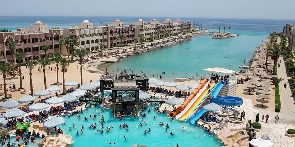 Six touristes blessés au couteau dans une station balnéaire — Egypte