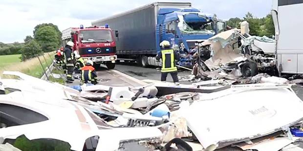 """Accident mortel d'une famille belge en Allemagne: """"Tamara a été projetée sur des mètres, Massimo s'est déchiré le foie"""" ..."""