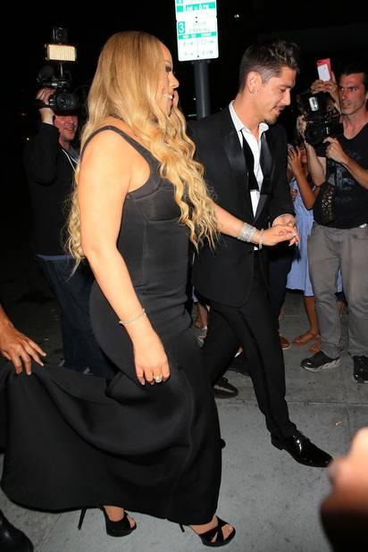 En juillet, Mariah Carey avec son petit ami, Bryan Tanaka, vont manger dans un steakhouse.