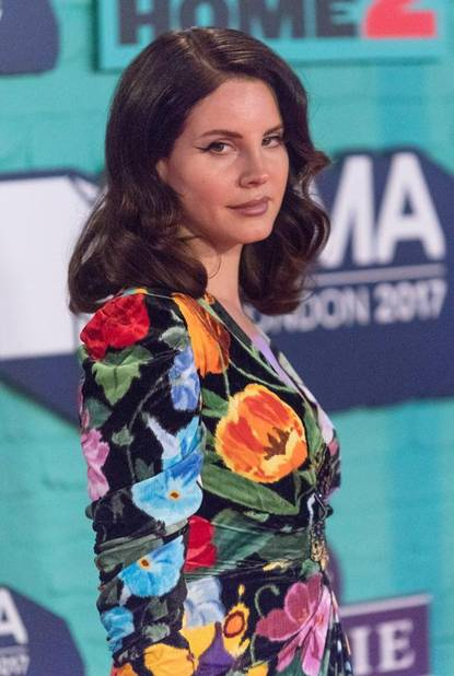 Lana Del Rey flower power