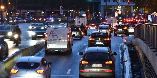 3 blessés et de gros embouteillages après un accident à Bruxelles: le tunnel porte de Namur rouvert à la circulation - L...