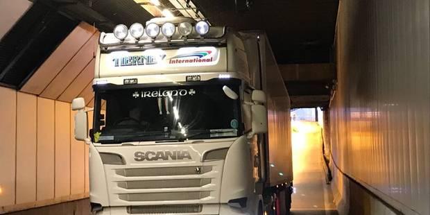 Bruxelles: un camion accroche le plafond du tunnel Stéphanie (PHOTOS) - La DH