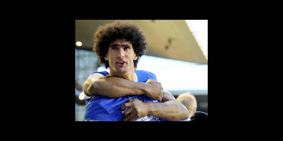 Marouane Fellaini rend fou de joie un jeune supporter d'Everton
