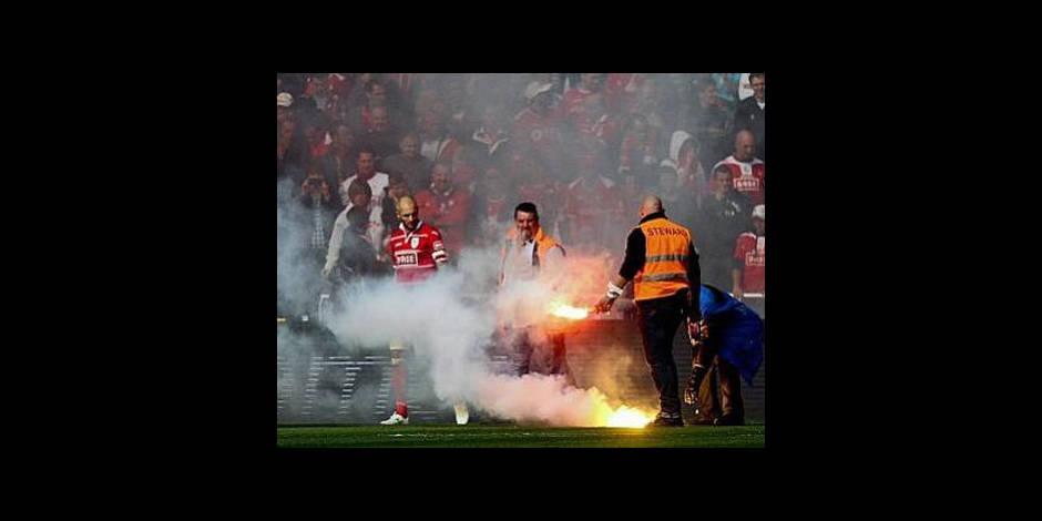 Douze supporters du Standard interdits de stade