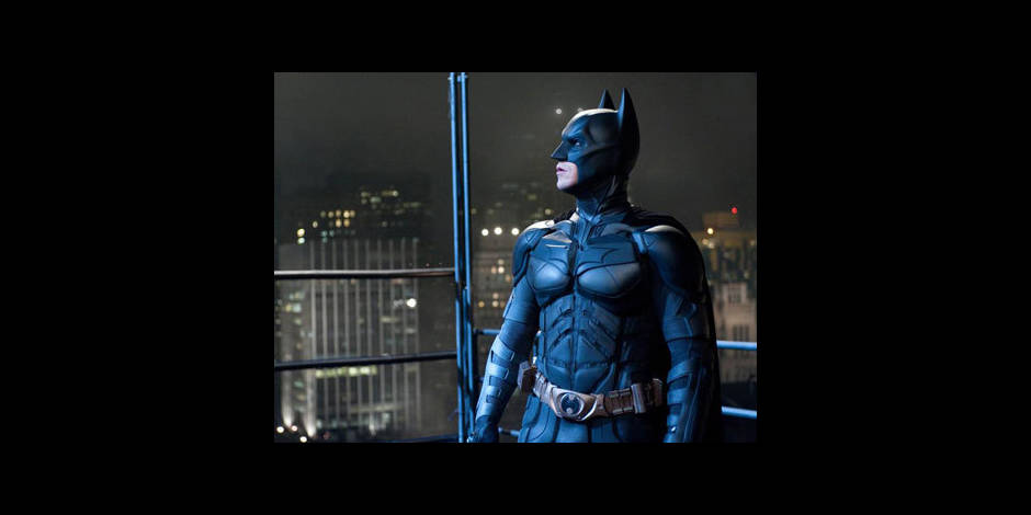 Un homme déguisé en Batman livre un escroc à la police