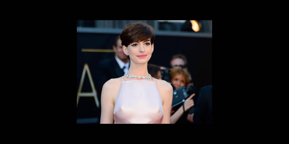 Oscars: les seins d'Anne Hathaway font le buzz !