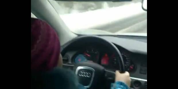 Une fillette russe conduit une voiture à plus de 100km/h - La DH