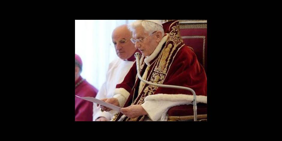 """Benoît XVI: """"priez pour moi, pour l'Eglise et le futur pape"""""""