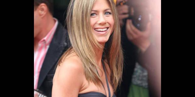 Jennifer Aniston sort sans soutien-gorge... - La DH
