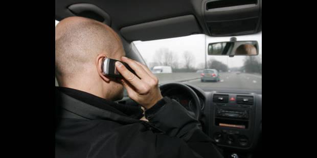 Le nombre de conducteurs surpris GSM au volant en recul de 20.000 unités - La DH