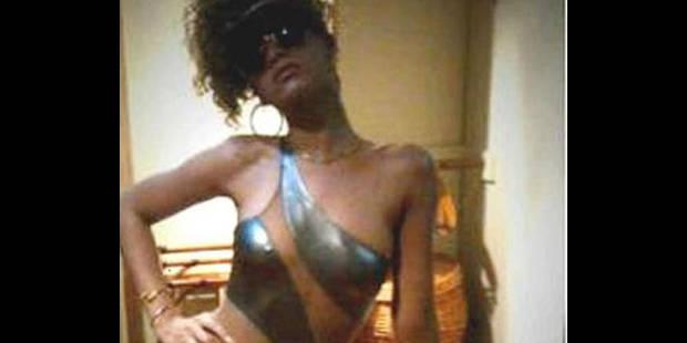 Rihanna prend la pose, même en vacances ! - La DH