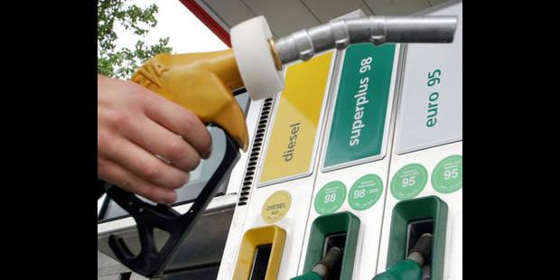 L'essence en hausse dès samedi, le diesel moins cher