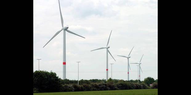 28 éoliennes en bordure d'E 42 - La DH