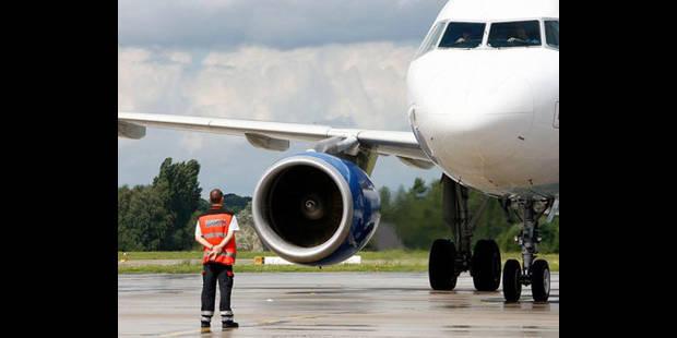Un avion effectue un atterrissage d'urgence à l'aéroport de Liège-Bierset - La DH
