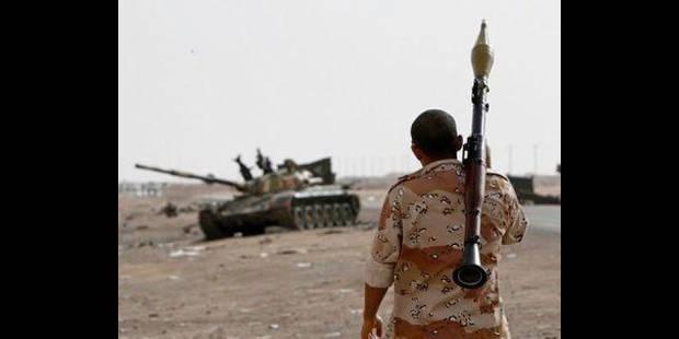 Libye: les rebelles reculent sous les assauts des loyalistes