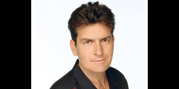 Charlie Sheen, hué, interrompt la première de son nouveau spectacle