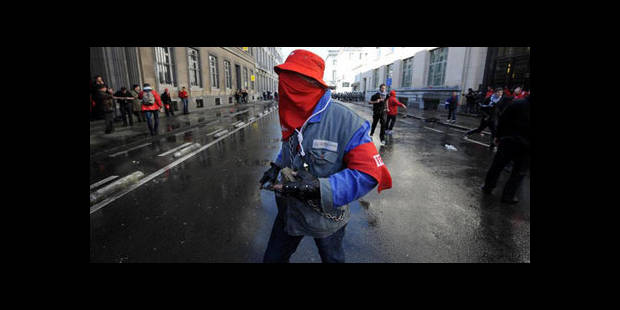 Euromanif : bilan positif malgré 12 blessés légers dans les rangs de la police - La DH