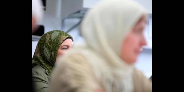 Hema licencie une employée qui portait le foulard