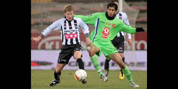 Charleroi l'emporte, Genk perd des plumes !