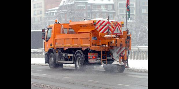 Intempéries: le camion de gravier anti-neige immobilisé - La DH