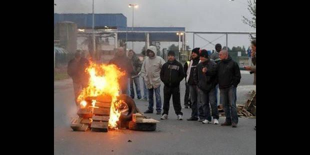 Piquets de grève devant le Logement molenbeekois - La DH