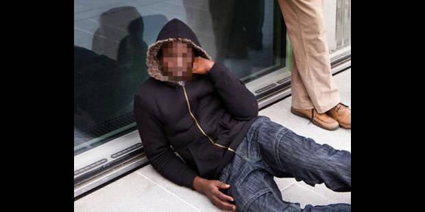 Un demandeur d'asile saisit Fedasil - La DH