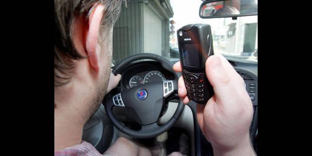 Un conducteur sur trois continue à téléphoner au volant - La DH