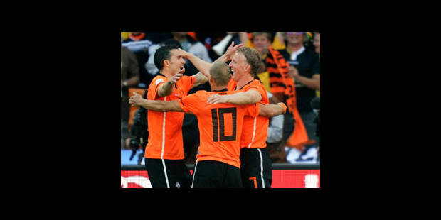 Les Oranje l'emportent sans se presser (2-0)