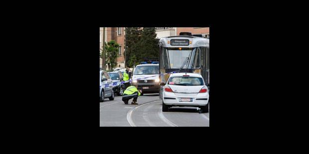 Une cycliste de 50 ans tombe sous un tram - La DH