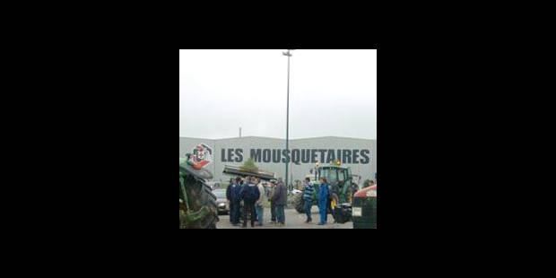 Des producteurs de lait bloquent la base du groupe Intermarché - La DH